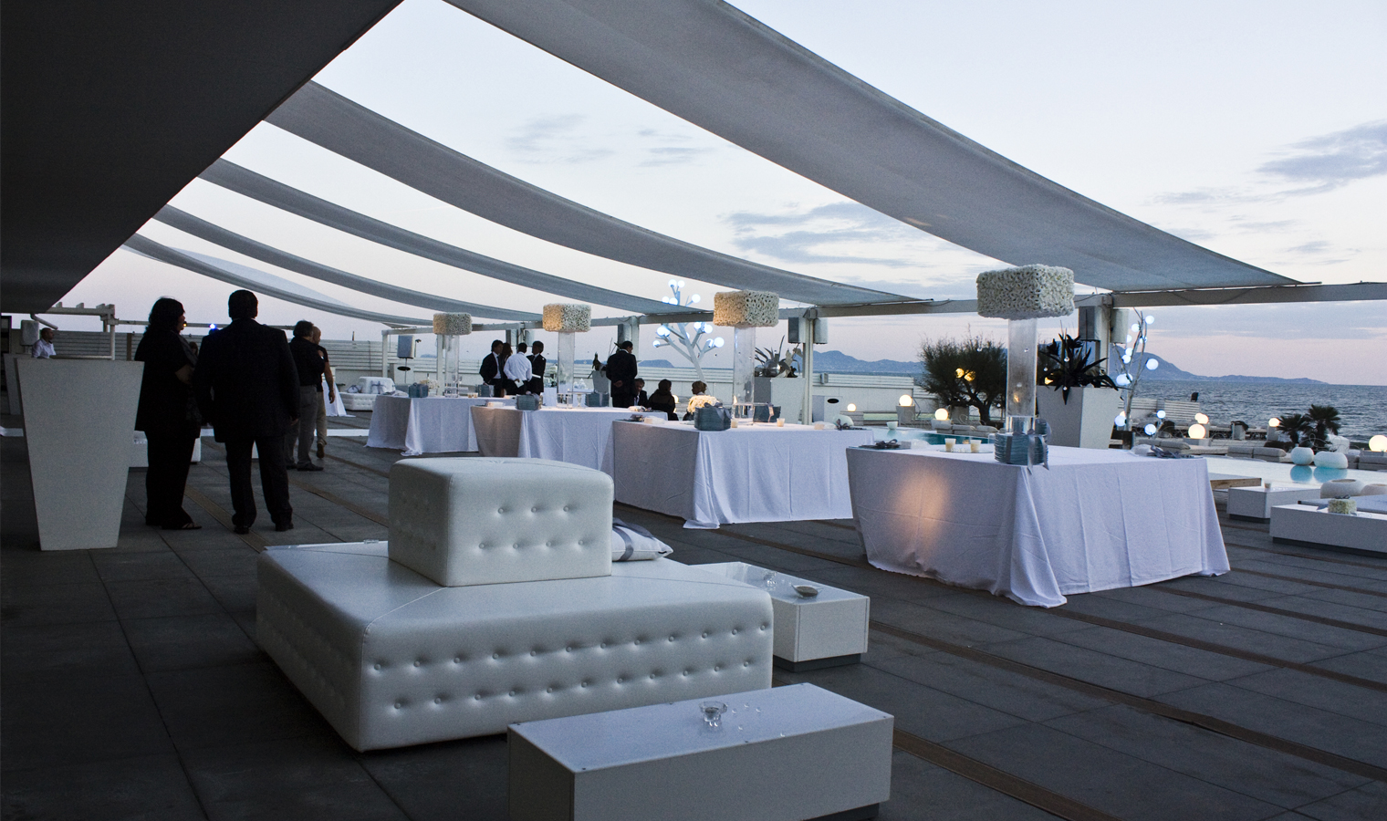 Matrimonio In Spiaggia Napoli : Wedding co cosa indossare per un matrimonio in spiaggia